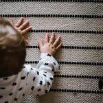 Παιδικά χαλιά: Τι πρέπει να προσέξετε για την ασφάλεια του παιδιού σας.