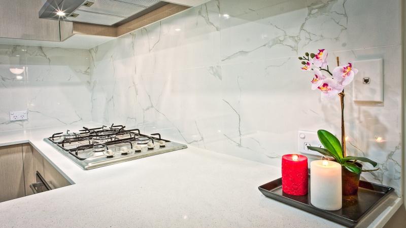 Λευκή κλασική κουζίνα