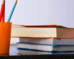 Βιβλία σε τραπέζι